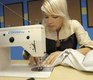 project-runway-alison-kelly_sewing